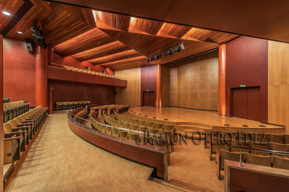 En esta imagen se muestra una vista interior de la Sala de Cámara del Alfredo Kraus perteneciente al reportaje de arquitectura patrimonial de la ciudad Gran Canaria de Las Palmas