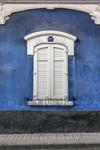 Ventana sobre azul en el histórico barrio de Vegueta de Las Palmas