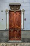 Interesante puerta de estilo modernista que da acceso secundario a una casa solariega canaria del capitalino barrio de Vegueta