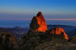 El sol del atardecer viste de naranja al Pico de las Nieves de 1959 msnm y punto más alto de la isla de Gran Canaria
